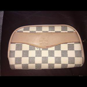 Louis Vuitton Clutch/Pouch